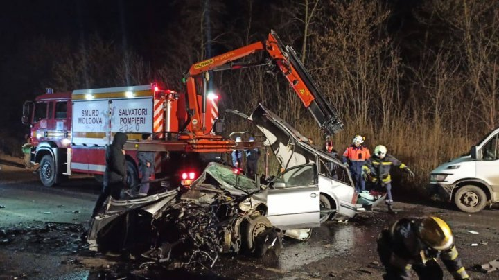 Three dead, others including a child hurt after multi-vehicle crash on Strășeni - Chisinau route