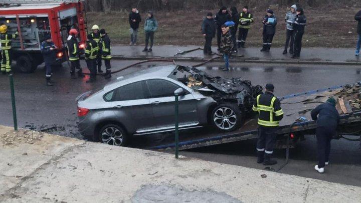 Car suddenly caught fire on Chisinau street (video)
