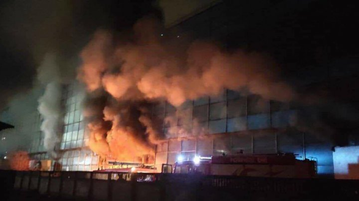 What are three hypotheses on the cause of Chisinau's Moscow Blvd warehouse blaze?