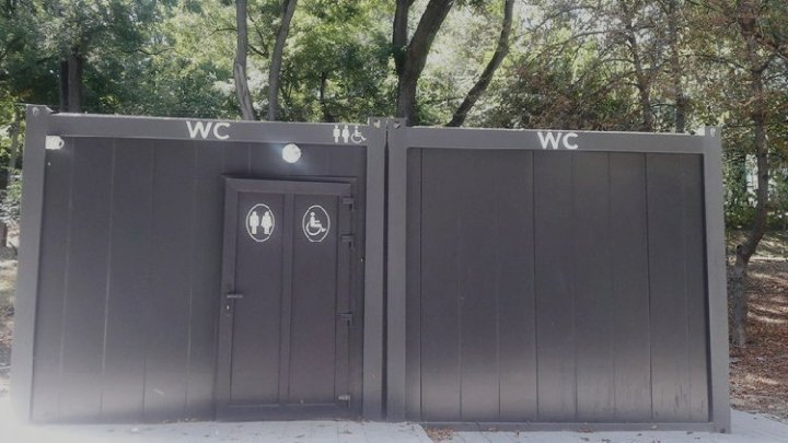 How much you need to pay to use public toilet in Chisinau?