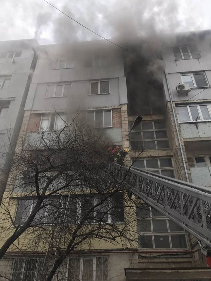 Râșcani fire: A minor rescued by firemen out of flaming apartment