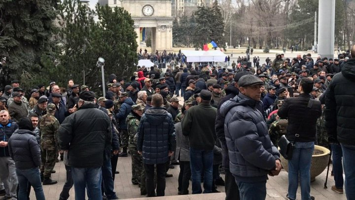Dniester war veterans protest before Government degenerates into violence (video)