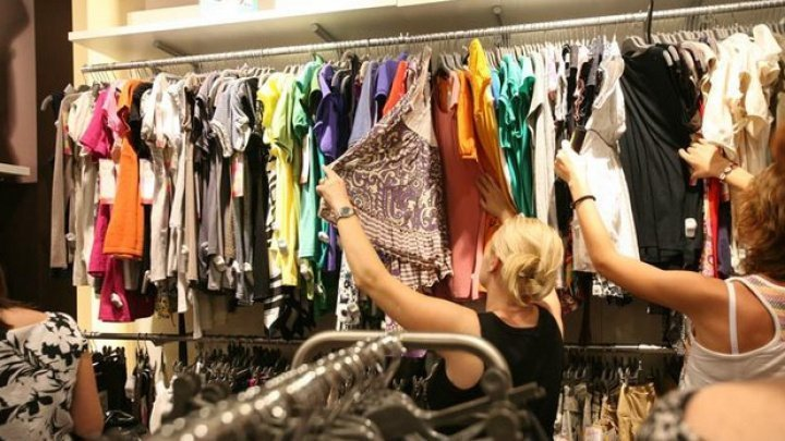 When will shopping centers in Moldova reopen?