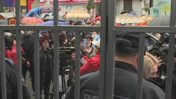 Vendors demanding authorities to reopen market amid pandemic
