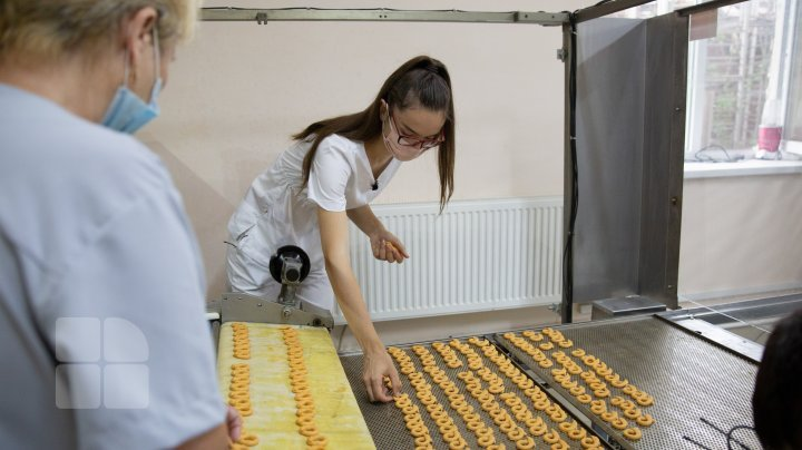 How a 20-year-old Moldovan student sets up bakery business in Causeni (photo report)