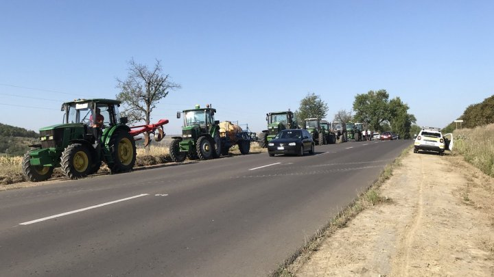 Protest with tractors in several regions of Moldova. Farmers ask for help from the state (PHOTO / VIDEO)