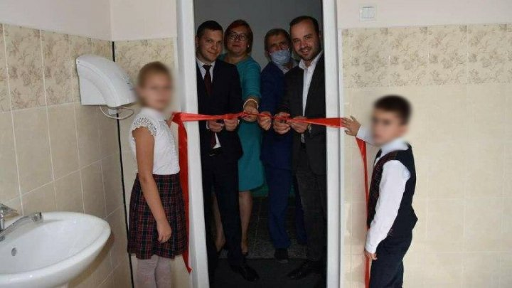 Reaction of President Dodon and Socialist MP over inauguration of Hiliuți school toilet with ribbon cutting and presence of politicians