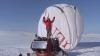 Jean-Louis Etienne a traversat singur Polul Nord într-un balon