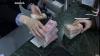 Dosarul celor 3 angajate ale unei bănci din Şoldăneşti, care au sustras bani de la clienţi, a ajuns în judecată