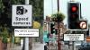Indicatoare rutiere cu bancuri, pe străzile din Anglia