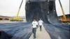Record: Cei mai mari blugi din lume cântăresc cel puţin 7,5 tone