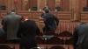 """Şedinţă de Parlament cu scaune libere, deputaţi nemulţumiţi şi """"schimburi călduroase de complimente"""""""