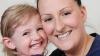 Mesaje video utile pentru toată viaţa: O mămică pe moarte îşi învaţă fiica de 3 ani să nu renunţe la vise