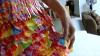 """Cea mai """"dulce"""" rochie de bal, din ambalaje de bomboane VIDEO"""