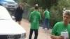 SCANDAL Drumari îmbrăcaţi în tricouri PLDM. PL şi PNL acuză că fac electorală pe bani publici