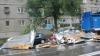 Pagube după ploaie: Un perete de beton s-a prăbuşit peste trei maşini