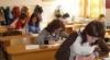Absolvenţii liceelor vor susţine astăzi examenul la limba străină