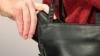 A fost prinsă hoaţa care fura portofele de la vânzători