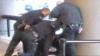 Guvernul va plăti 15 mii de euro pentru că gardienii au torturat un deţinut