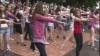 Circa 200 de tineri au dansat în centrul Capitalei pentru a mobiliza semenii să participe la vot