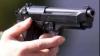 Agresat şi ameninţat cu pistolul de către un poliţist