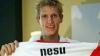 Fotbalistul român Mihai Neşu a început să vorbească şi spune că îşi mişcă scaunul cu rotile cu mâna