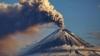ALERTĂ în Indonezia. Vulcanul Lokon aruncă lavă şi cenuşă