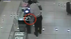 Poliţia cere ajutorul cetăţenilor! Un hoţ a furat sub ochii vânzătoarei un inel cu diamante VEZI VIDEO