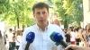 Dornici de studii: Sute de tineri stau la coadă la Consulatul României, sub soarele arzător