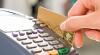 Unii mâncau, alţii furau: Un chelner ingenios sustrăgea banii de pe cardurile clienţilor VIDEO