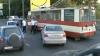 (VIDEO) Trei maşini s-au ciocnit cu troleibuz pe viaduct