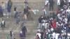 Bătaie cu final tragic la meciul dintre Universitario şi Alianza Lima: Un suporter a murit după ce a fost aruncat de la înălţime