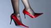 Pantofi de deputat: Legiuitorii moldoveni nu au pretenţia de a face legile şi în modă