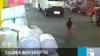 Fetiţa din China care a fost călcată de două camionete începe să-şi revină