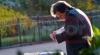 Ministru britanic surprins în timp ce arunca documente oficiale la gunoi FOTO