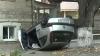 Accident în Capitală: O maşină s-a răsturnat după ce a lovit un microbuz de pe linia 101