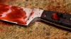 Şi-a înjunghiat socrul cu un cuţit şi o foarfecă