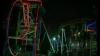 Îngrozitor! Două tinere au rămas blocate cu capul în jos într-un carusel din China