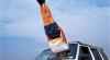 Sfidează gravitaţia: Un pictor realizează poze cu oameni suspendaţi în aer FOTO, VIDEO