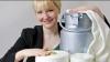 Haine din lapte: un designer biochimist a transformat laptele în material textil (VIDEO)