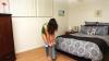 Prin ce chinuri trece o fată care se îmbracă în jeansi (VIDEO)