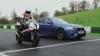 (VIDEO) BMW M5 încearcă să ţină piept unei motociclete în testul AutoExpress