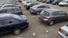 Criza la moldoveni: Ne plângem că nu avem bani, dar cumpărăm mai multe maşini