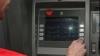 Ofiţerii Anticorupţie au reţinut un bărbat care contrafăcea carduri bancare