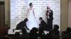Model pentru o zi: Miki Ando a prezentat colecţia de rochii de mireasă a unui renumit designer din Japonia