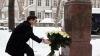 Astăzi, Grigore Vieru ar fi împlinit 77 de ani. Vlad Filat a depus flori la bustul marelui poet VIDEO