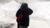 Iarna ţine elevii acasă: 100 de şcoli din ţară rămân închise