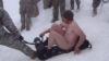 Înnebuniţi de zăpadă: Soldaţii americani din Afganistan se dau cu sania în pielea goală VIDEO