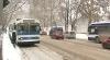 Trafic blocat de zăpadă: Şoferii au circulat pe trotuare, iar troleibuzele au rămas întroienite