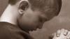 Zeci de copii din ţară suferă de boli ce pot fi tratate peste hotare. Ministerul Sănătăţii refuză să-i ajute
